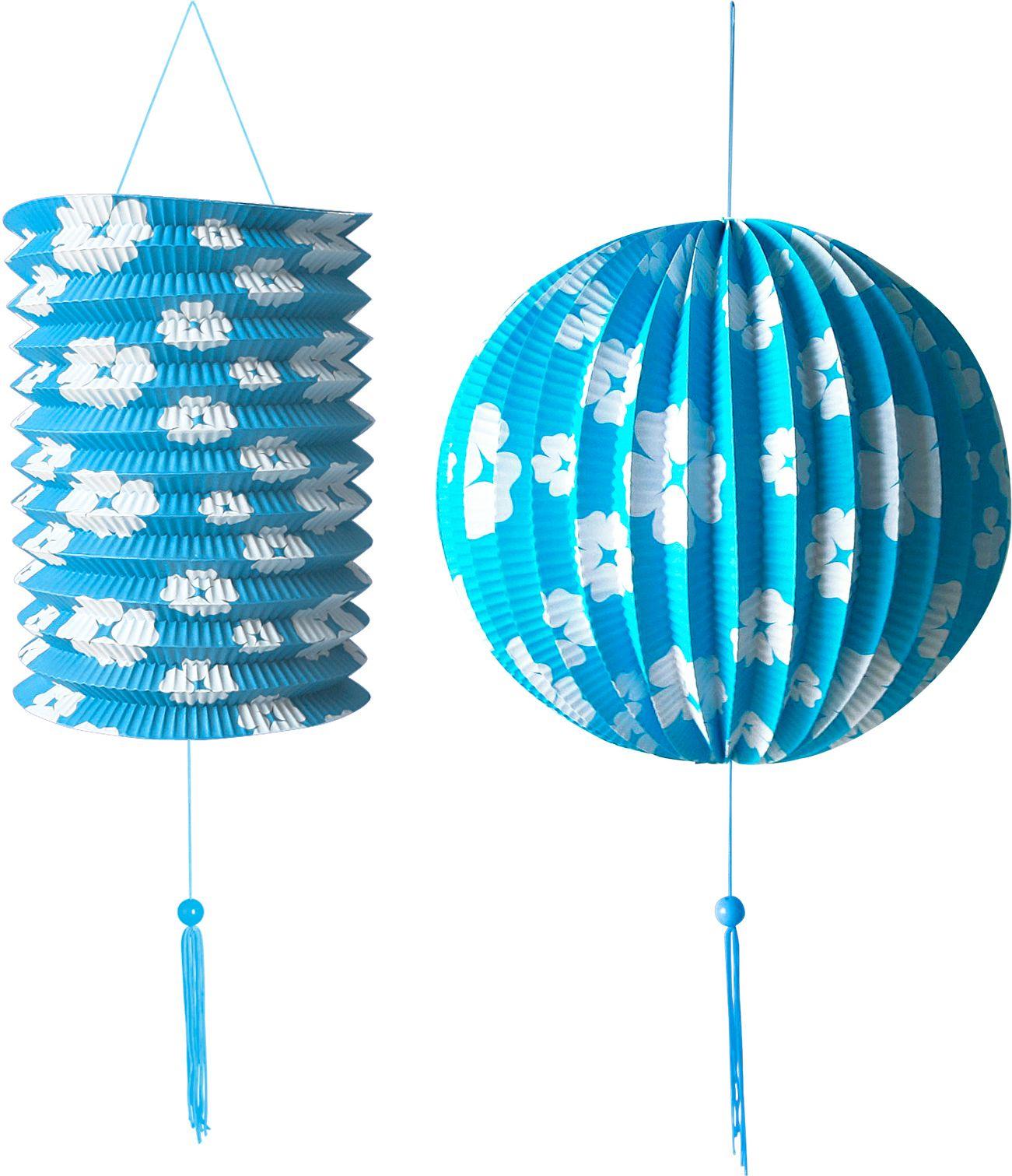 Blauwe papieren bal en lantaarn