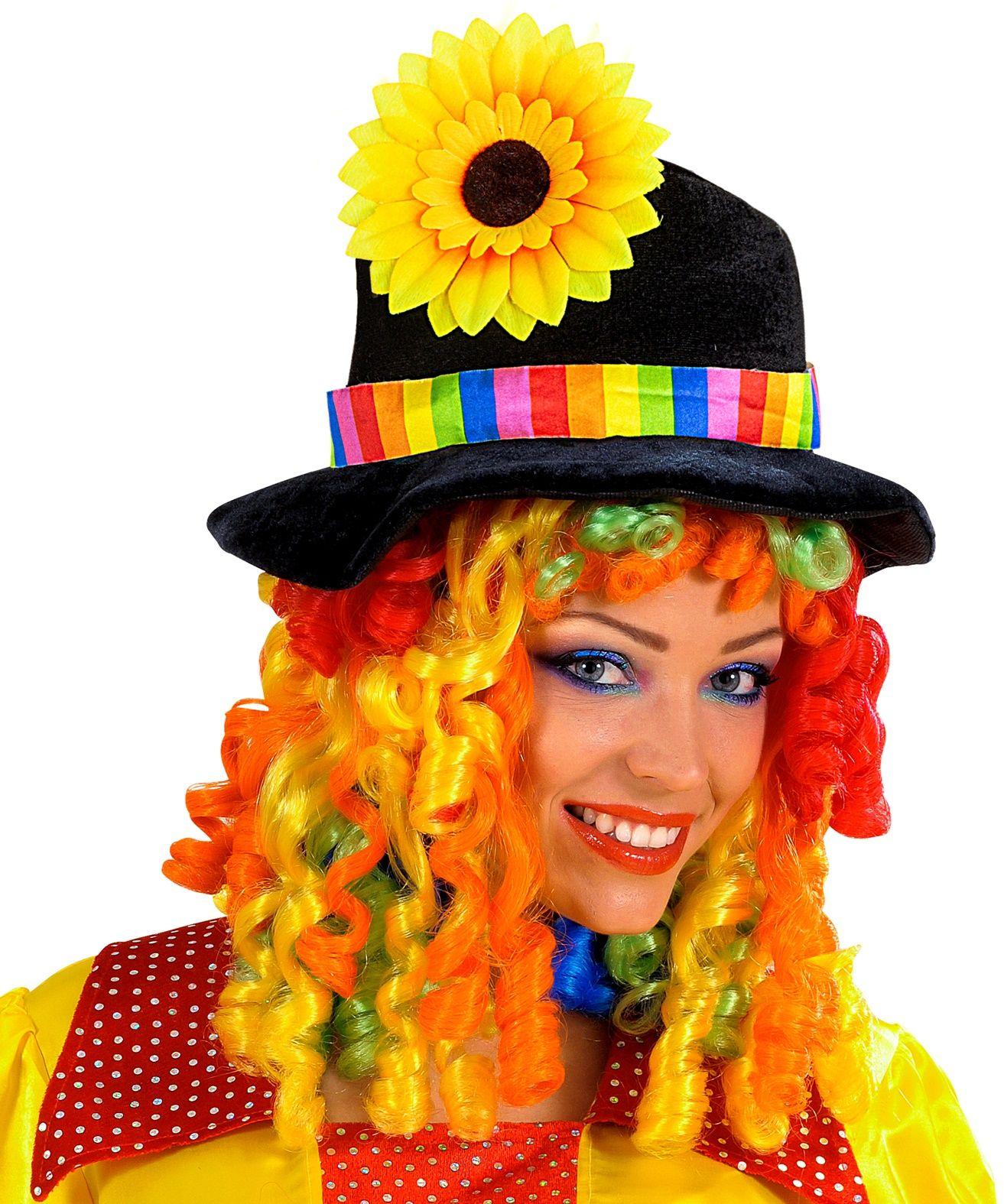 Clownshoed met pruik en zonnebloem