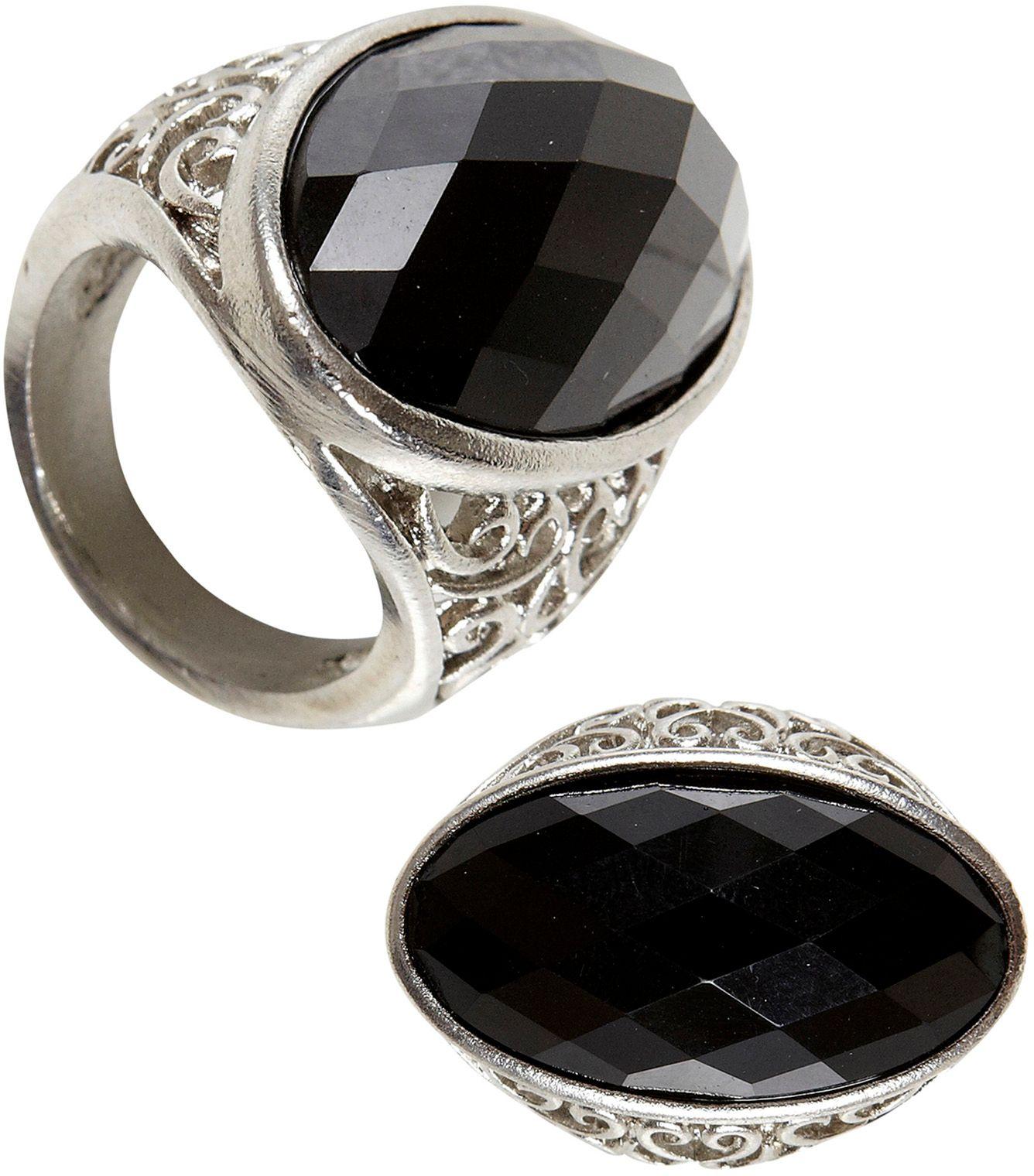 Gothic ring met zwarte stenen