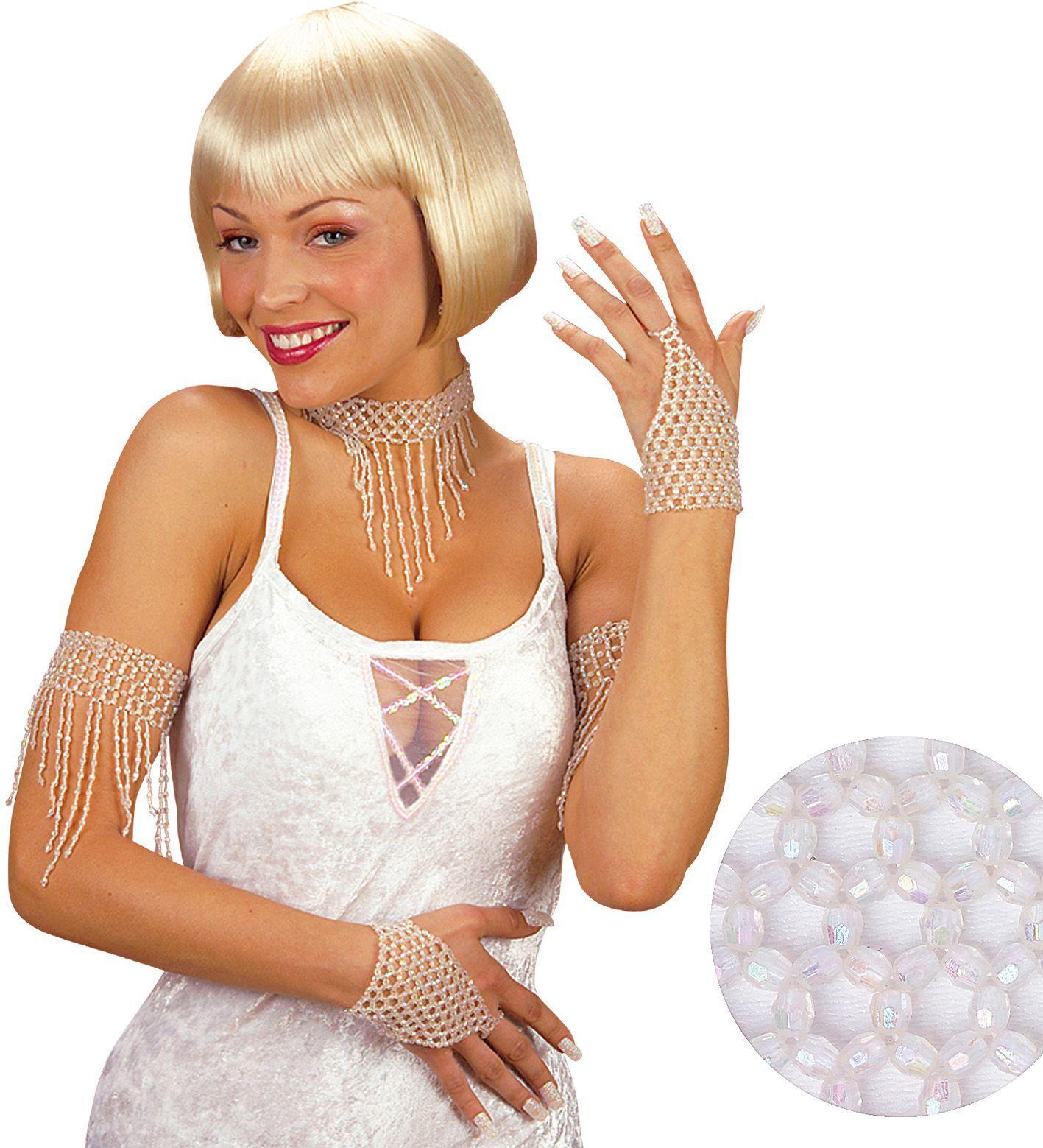 Witte pareltjes armband