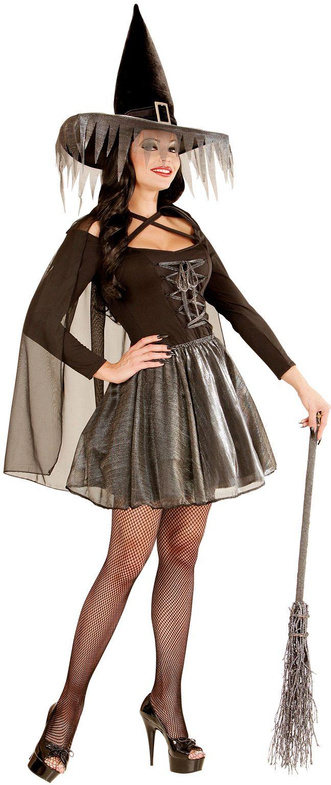 Zilveren kostuum heks