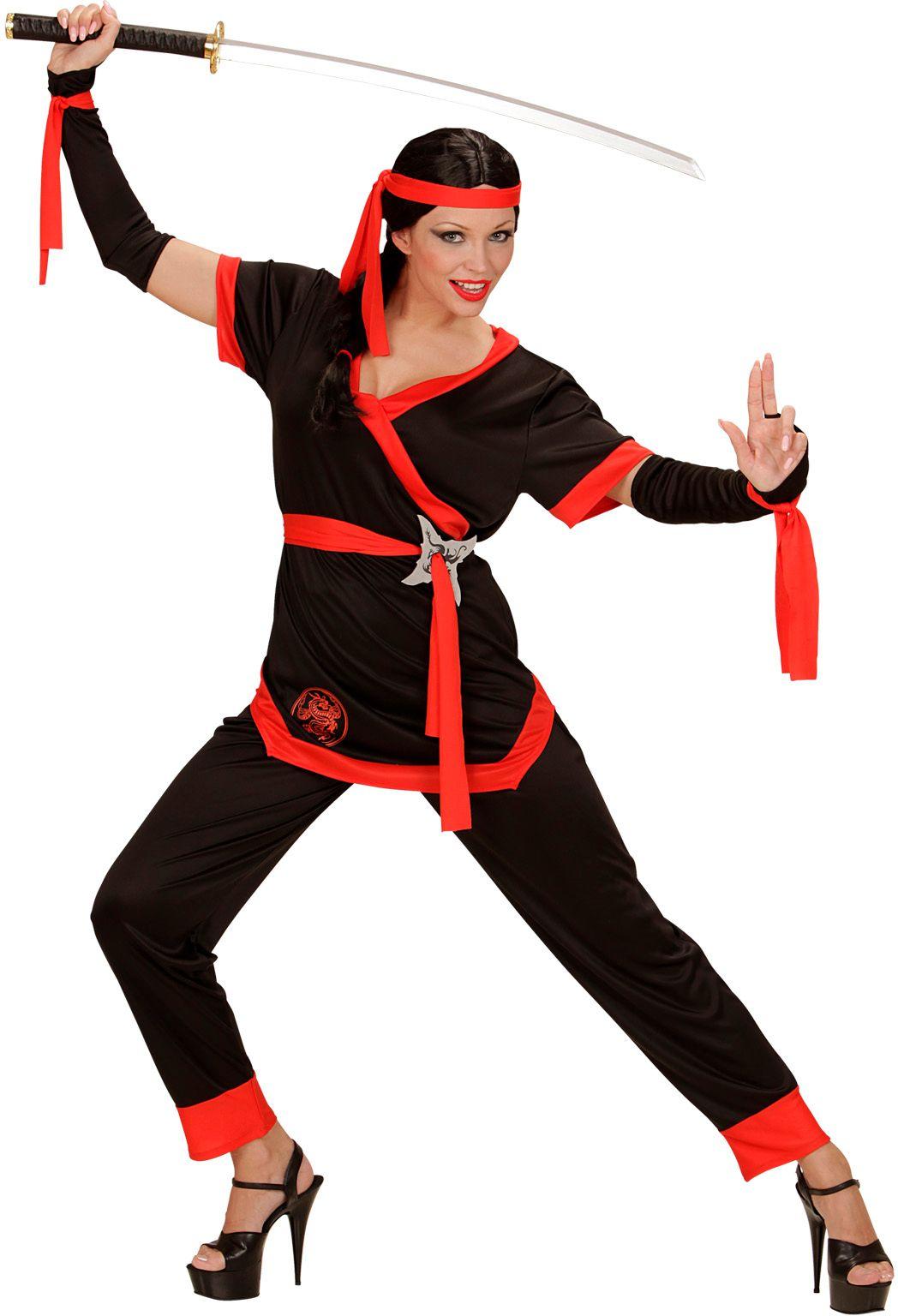 Zwarte ninja vrouw
